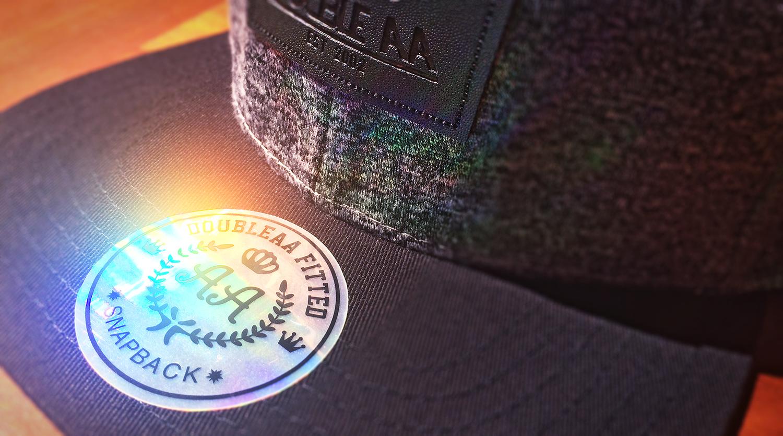 3 Razones Para Dejar El Sticker Puesto En Tu Snapback  c7e7d76d8ac